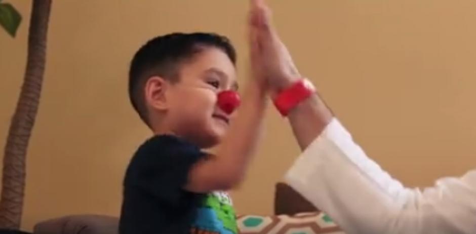 """Matías recibió varias paletas felices y la visita de """"Risoterapia"""". (Foto: Captura de Facebook)"""