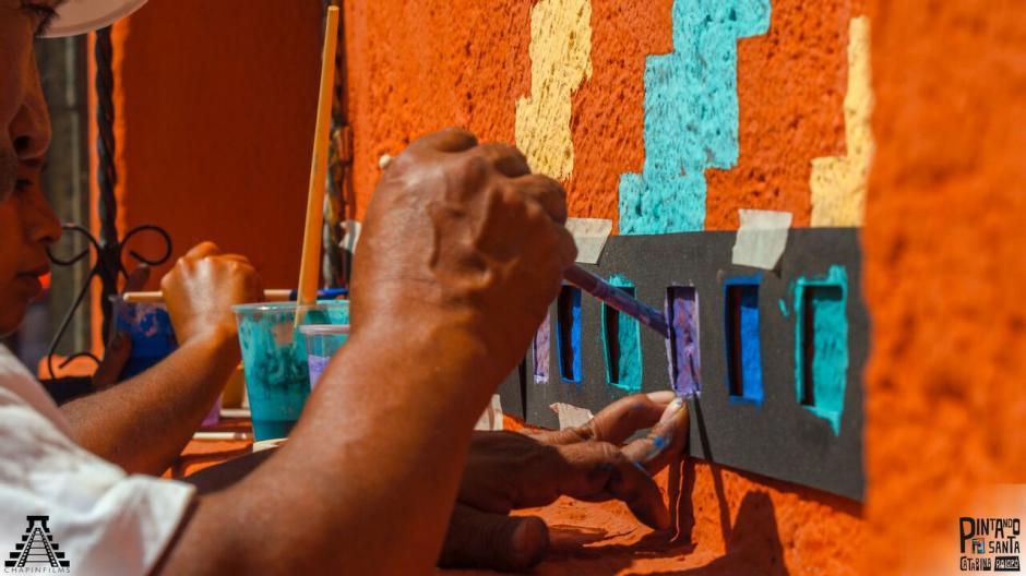 """El proyecto """"Pintando Santa Catarina Palopó"""" es cada vez más una realidad. (Foto: Chapin Films)"""