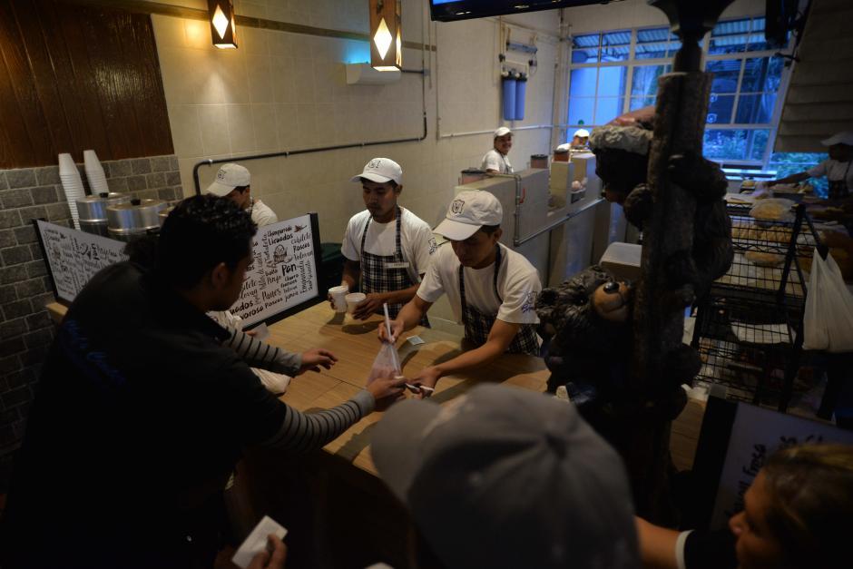 La panadería informó que a partir de este lunes tienen nueva administración. (Foto: Wilder López/Soy502)