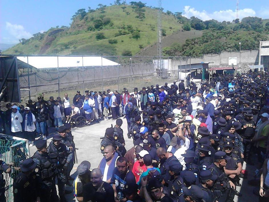 Las autoridades ficharon a los reos de la cácel de El Boquerón y Fraijanes. (Foto: PNC)