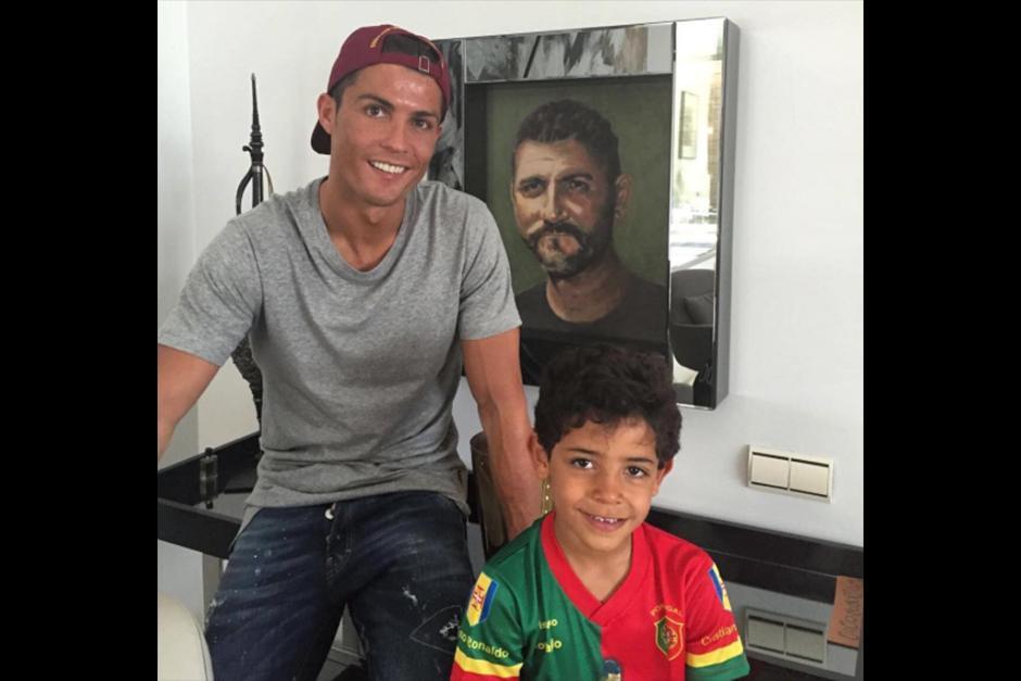 Cristiano Ronaldo es una de las personalidades que publica muchas fotos con su hijo. (Foto: Instagram)