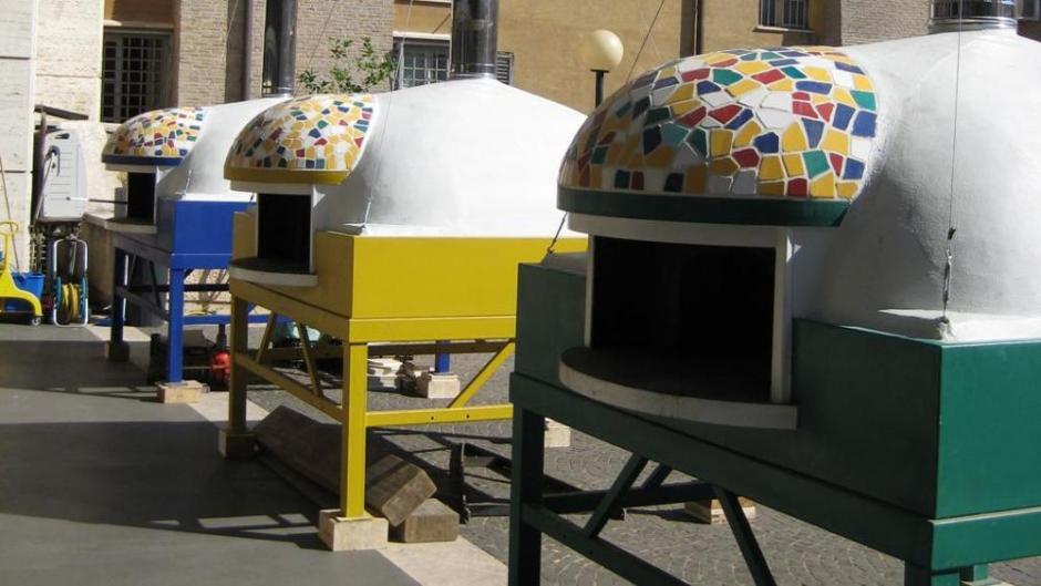 El papa Francisco invitó a pizza a 1 mil 500 indigentes. (Foto: www.lastampa.it)