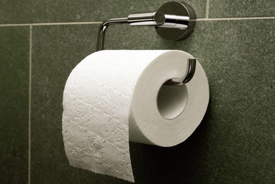 Inodoros Baños Publicos:Colocar papel higiénico en el inodoro de baños públicos no ayuda