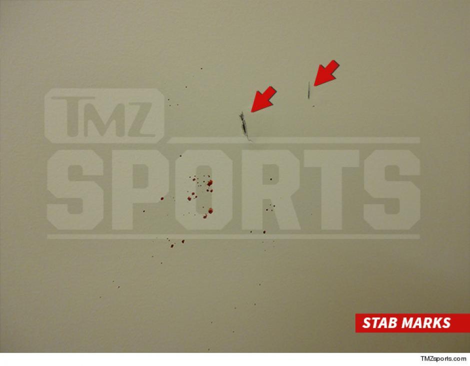 Esta fotografía muestra rastros de sangre salpicada en una pared, en el apartamento de Marco Pappa. (Foto: TMZ Sports)