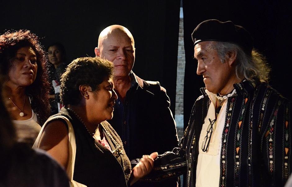 Fanáticos del literato compartieron junto a él. (Foto: Selene Mejía/Soy502)