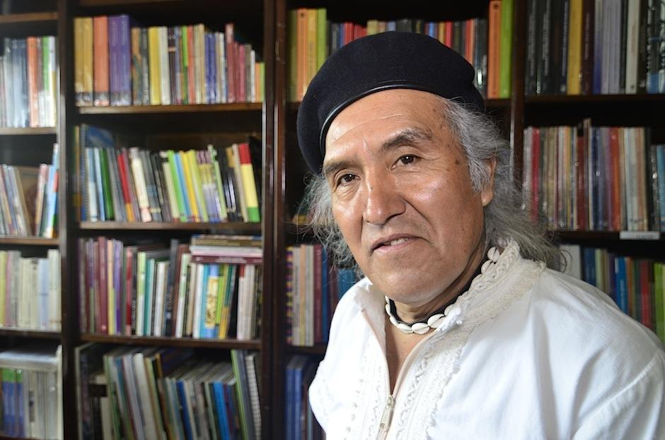 Ak'abal conversó un momento con Soy502 acerca de su obra. (Foto: Selene Mejía/Soy502)