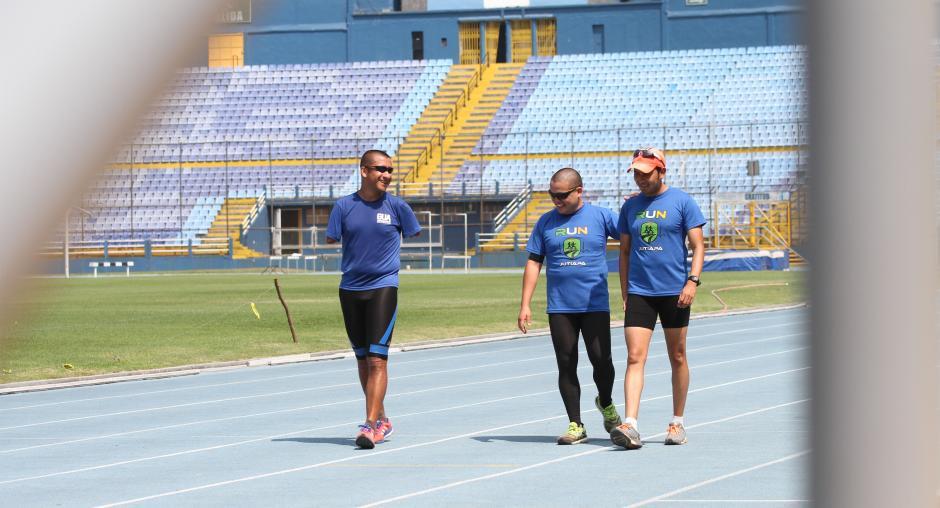 La alegría y buen ánimo nunca faltan en los entrenamientos de Pérez , Solares y Carrillo. (Foto: Luis Barrios/Soy502)