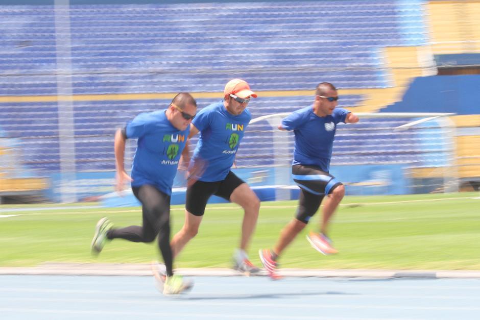 Brayan Solares, Marco Carrillo y Raúl Pérez en plena práctica en el Mateo Flores. (Foto: Luis Barrios/Soy502)