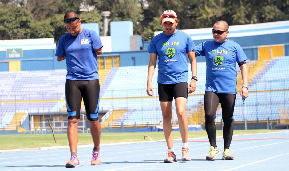 Sobre la pista del estadio nacional Mateo Flores los atletas paralímpicos se entrenan día a día. (Foto: Luis Barrios/Soy502)