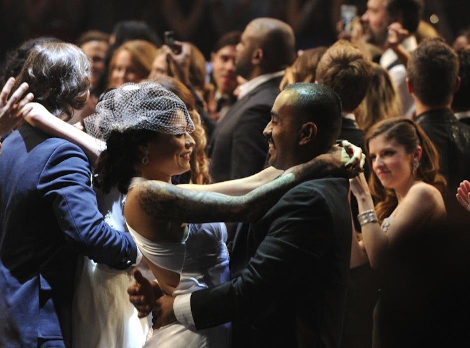 """33 parejas renovaron sus votos al ritmo de """"Same Love"""", interpretada por Madonna, Macklemore y Ryan Lewis. (Foto: Grammy)"""