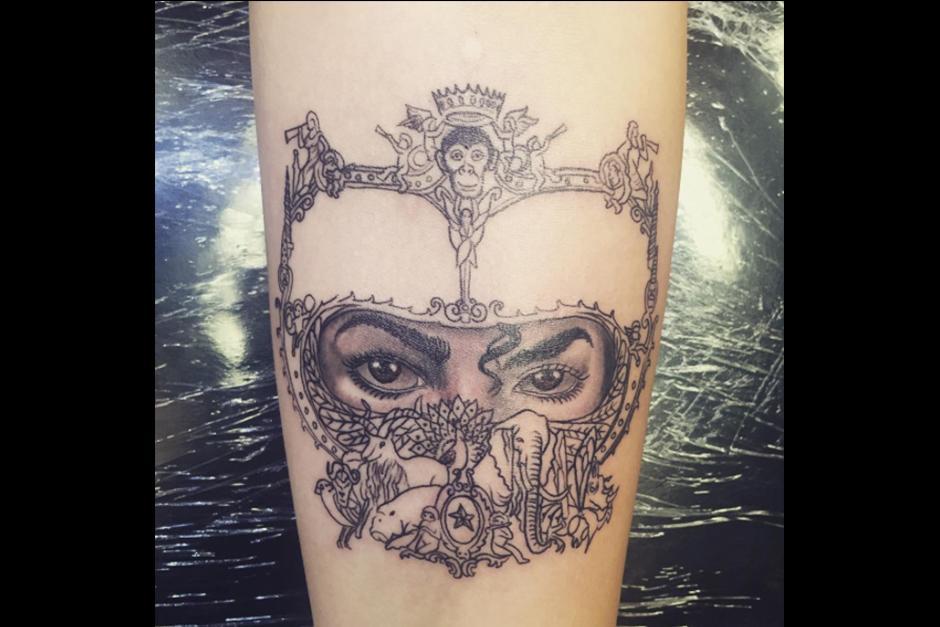 A principio de mes Paris, hizo un tatuaje en honor a su padre y el disco publicado en 1991. (Foto: Instagram)
