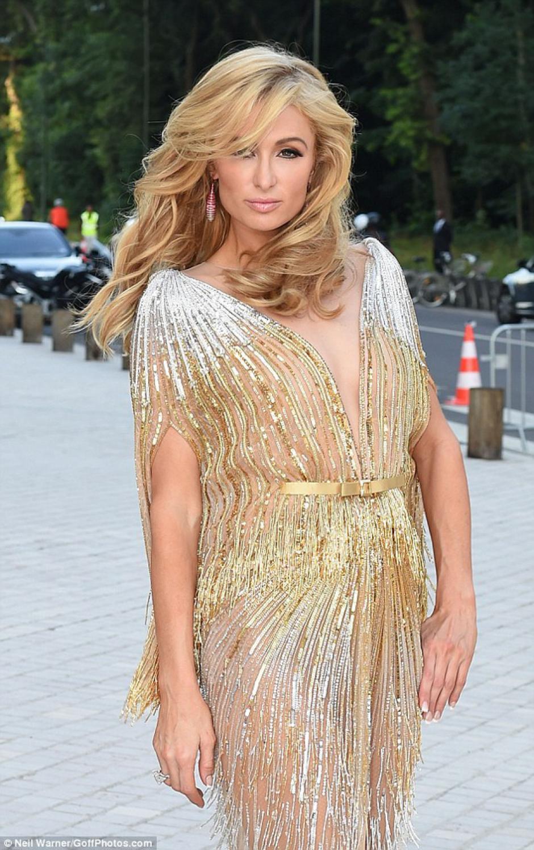 Paris Hilton tiene su propia línea de ropa y perfumes. (Foto: MailOnline)