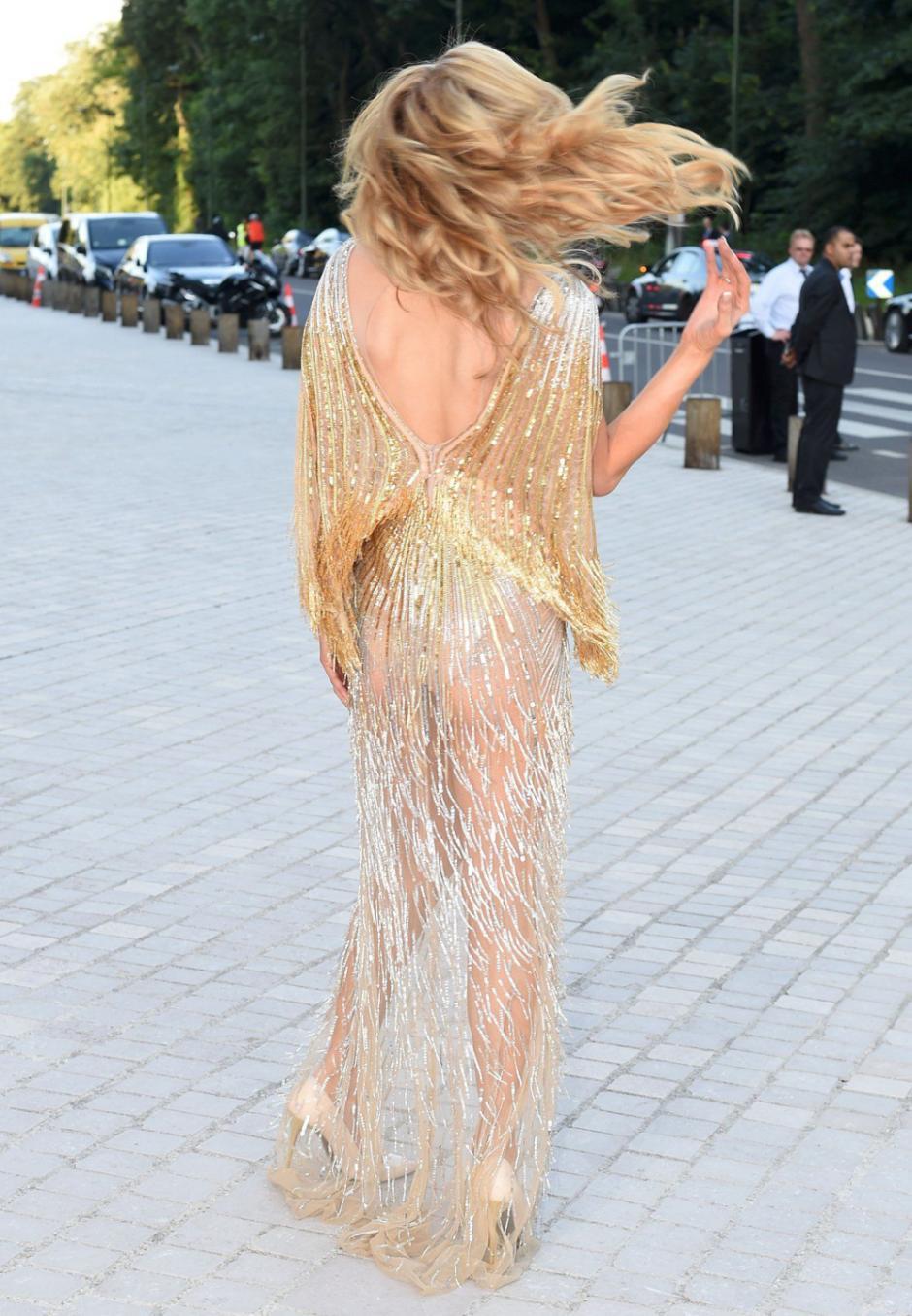El vestido de Hilton no dejó nada a la imaginación. (Foto: MailOnline)