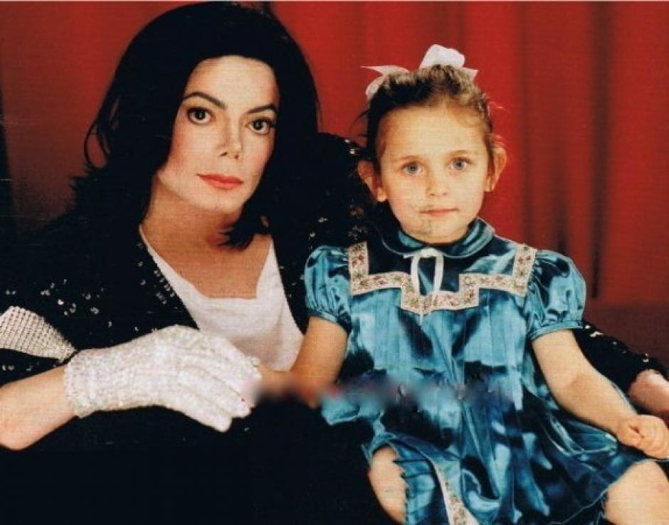 Michael Jackson posó junto a su hija cuando era una niña. (Foto: Caracol TV)