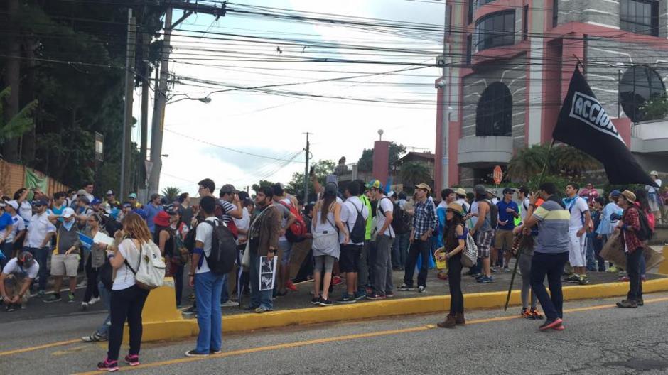 Estudiantes de la Universidad del Valle se suman a la protesta que pide la renuncia de Otto Pérez Molina. (Foto: Gabriela Girón/Soy502)