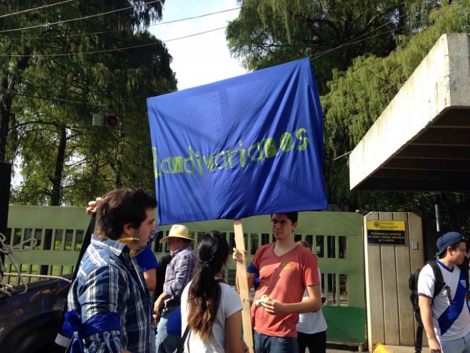 Estudiantes y maestros de la Universidad Landívar acuerpan #ParoNacional y piden renuncia de Otto Pérez. (Foto: Fredy Hernández/Soy502)