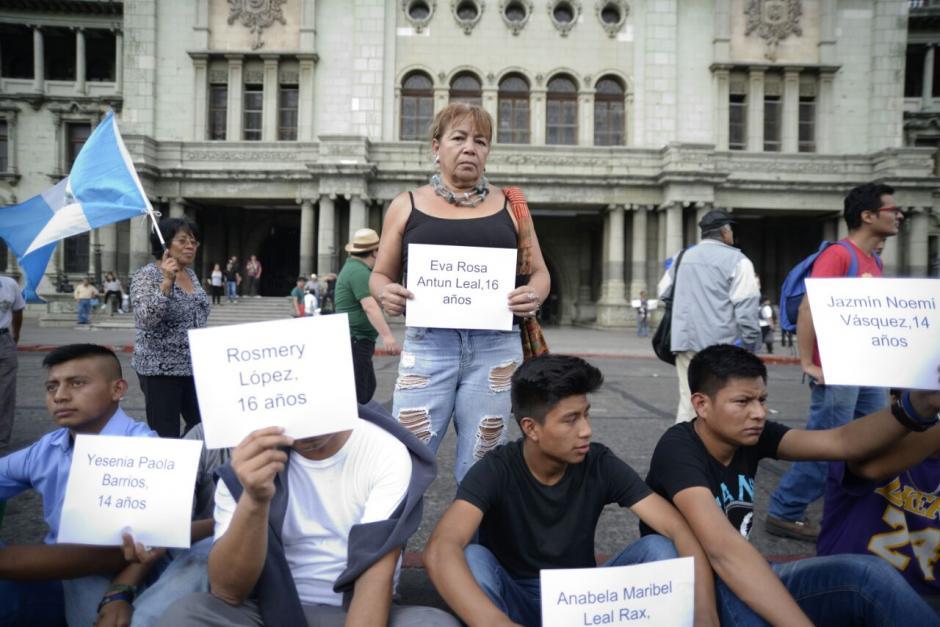 Los manifestantes exigen justicia por las niñas del Hogar Seguro. (Foto: Wilder López/Soy502)
