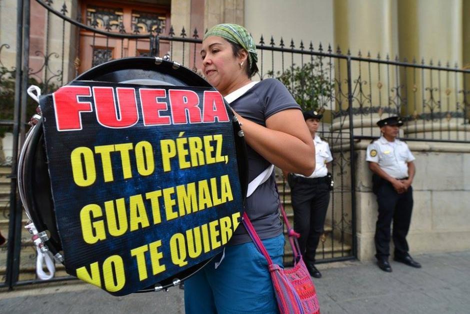Con tambores y pancartas piden la renuncia de Otto Pérez Molina. (Foto: Wilder López/Soy502)