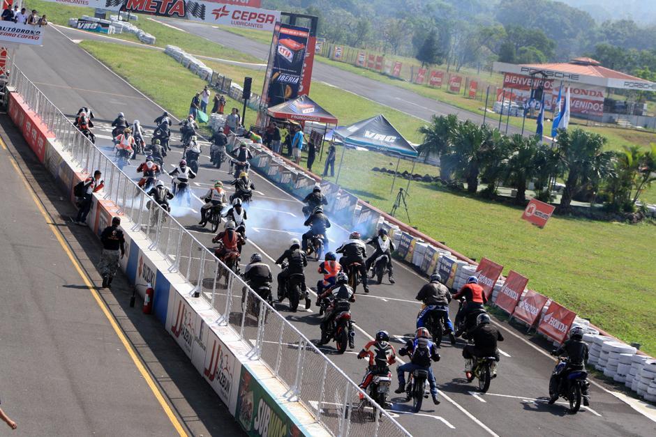 Así lució la parrilla de salida de los 100 cc. del Campeonato Nacional de Motovelocidad. (Foto: Arturo Achoa/FNMG)