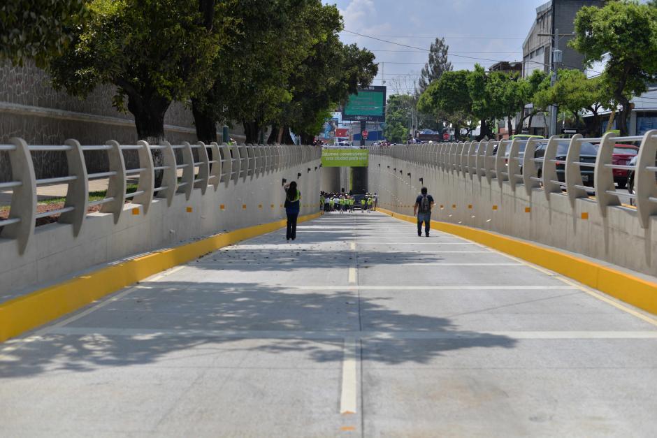 El viaducto cuenta con dos carriles para dirigirse a la zona 5 o zona 15. (Foto: Wilder López/Soy502)