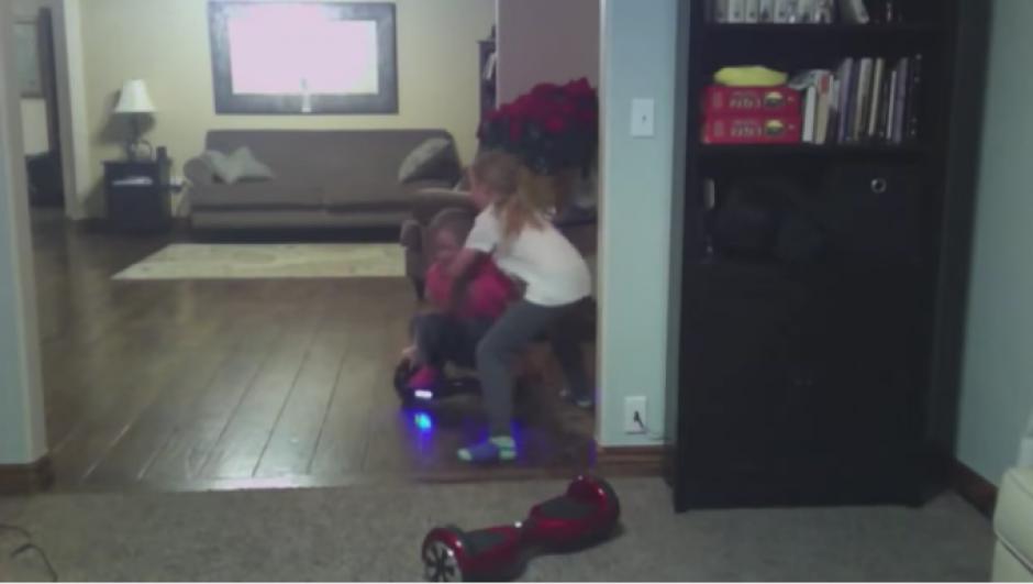 A pesar que Jamie, una de las hermanas, intentó detenerla, el esfuerzo fue imposible. (Foto: Tomado de YouTube)