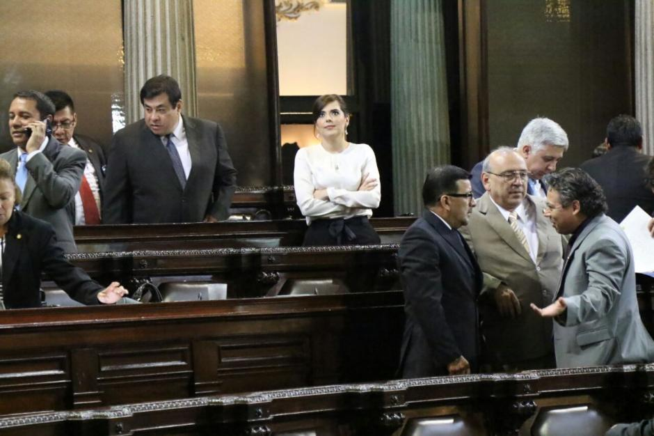 Pocos diputados se acercaron a Sandoval. (Foto: Alejandro Balán/Soy502)