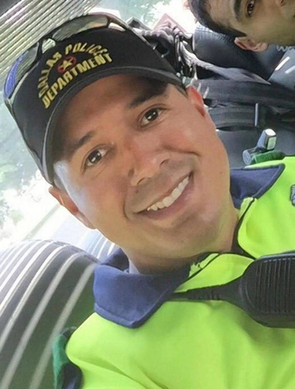 Patrick Zamarripa, oficial de origen mexicano que se inscribió en la Marina luego de salir de la escuela secundaria.  (Foto: www.infobae.com)