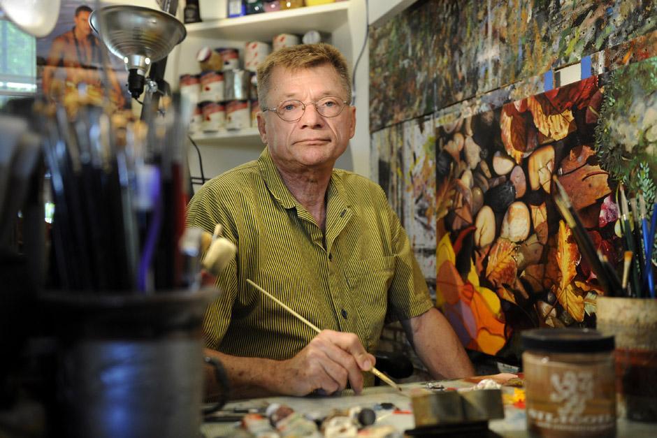 El pintor Paul Bedard fue el encargado de dar vida a varias pinturas que el cantante le pidió, una de ellas será entregada a quien gane la subasta. (Foto: Archivo)