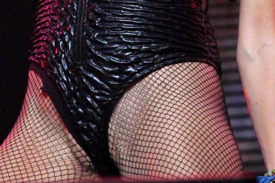"""La falla en el vestuario de la """"Chica Dorada"""" fue bastante evidente, pero a ella le importó poco. (Foto: elheraldo.hn)"""