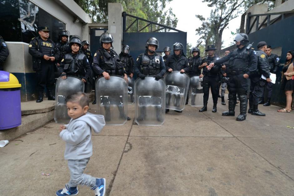 Más de 4 mil agentes de la PNC participan en una requisa en el interior de la Granja Penal de Pavón. (Foto: Wilder López/Soy502)