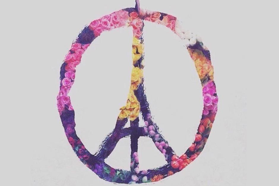 """El dibujo está inspirado en el símbolo de la paz y del famoso """"Paz y Amor""""."""