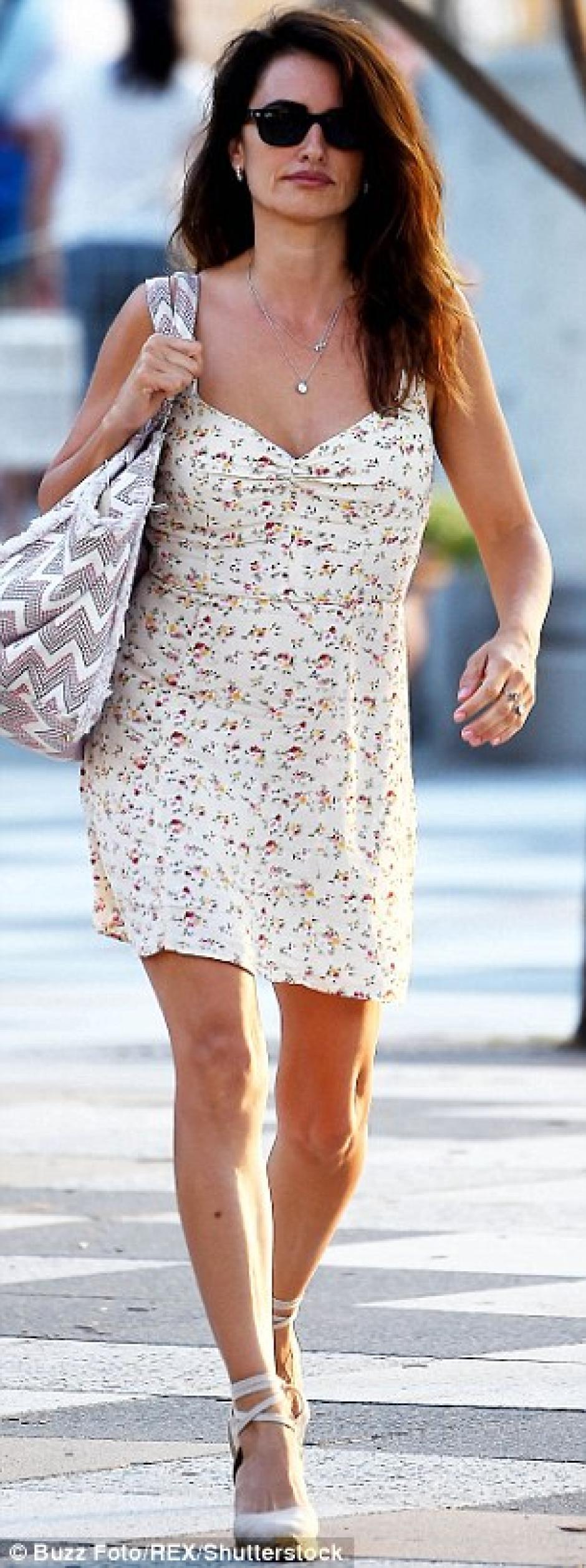 Los zapatos de tacón dejaron ver los pies de la actriz. (Foto: Daily Mail)