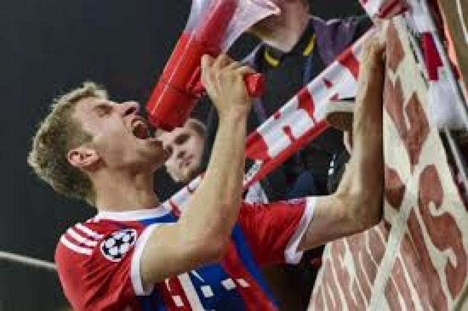 Müller marcó el segundo gol para el Bayer que empató 2-2 con el Benfica. (Foto: EFE