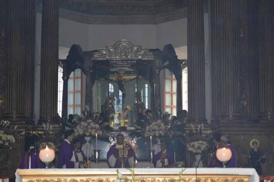 Cientos de fieles católicos participaron de la misa de acción de gracias en la Basílica de Esquipulas. (Foto: Marlon Villeda/Nuestro Diario)
