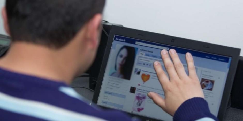 Según el estudio, las personas más inteligentes muestran poca piel en sus fotos de perfil. (Foto: regiando.com)