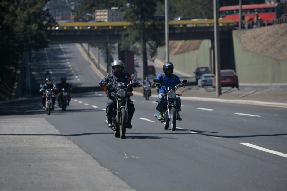 Antes de la marcha aún los pocos motoristas se podían movilizar. (Foto: Wilder López/Soy502)