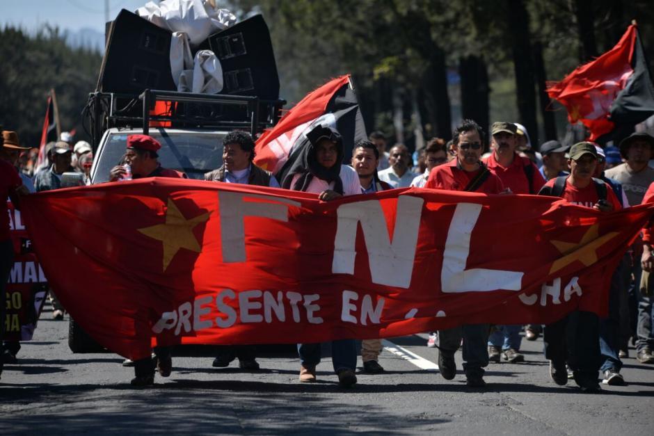 Desde tempranas horas los manifestantes se reunieron en la calzada Roosevelt. (Foto: Wilder López/Soy502)