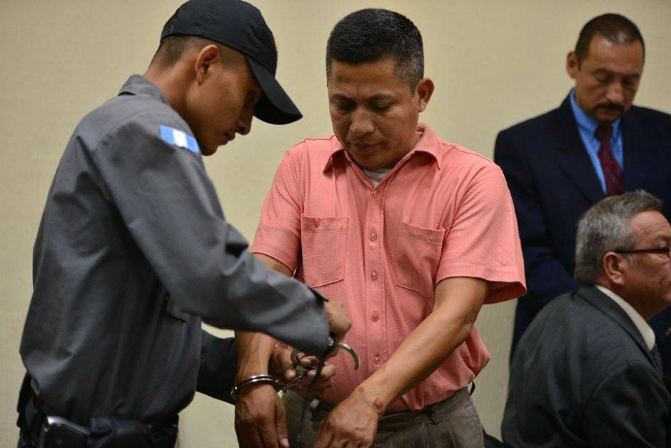 Mardoqueo Ajqui Zeped el guardaespaldas de Edgar Barquín al momento de llegar a la audiencia. (Foto: Wilder López/Soy502)