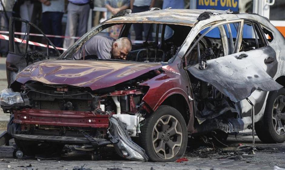 Una bomba colocada en los bajos de su vehículo segó la vida del conocido periodista Pável Sheremet en el centro de Kiev. (Foto: Efe)