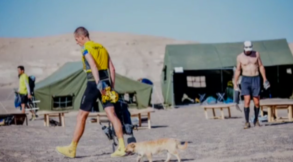 Ambos cruzaban la Maratón de Gobi en China. (Foto: YouTube)
