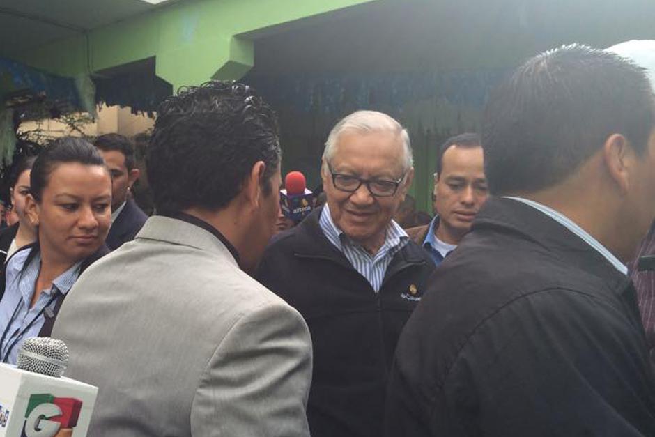 Presidente de la República, Alejandro Maldonado Aguirre dio el ejemplo al votar a primera hora de la mañana.