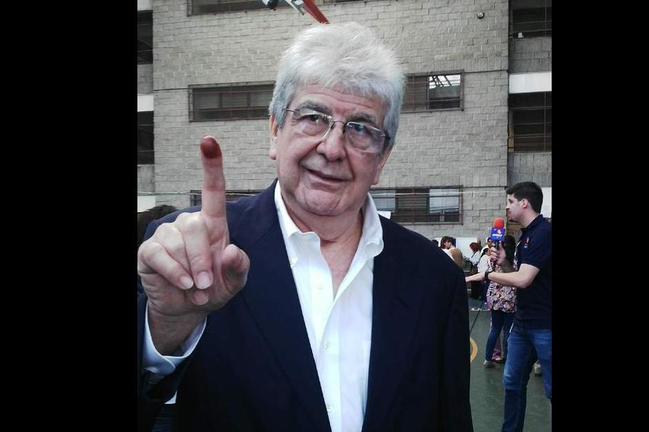 El ex vicepresidente Rafael Espada emitió su voto.