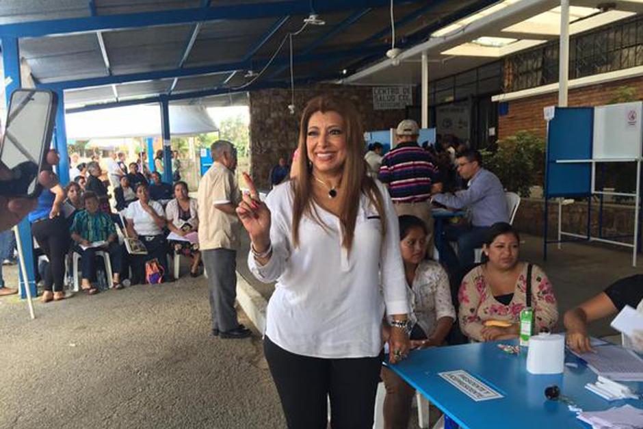 Anabella de León, candidata a la alcaldía capitalina ejerció el voto.