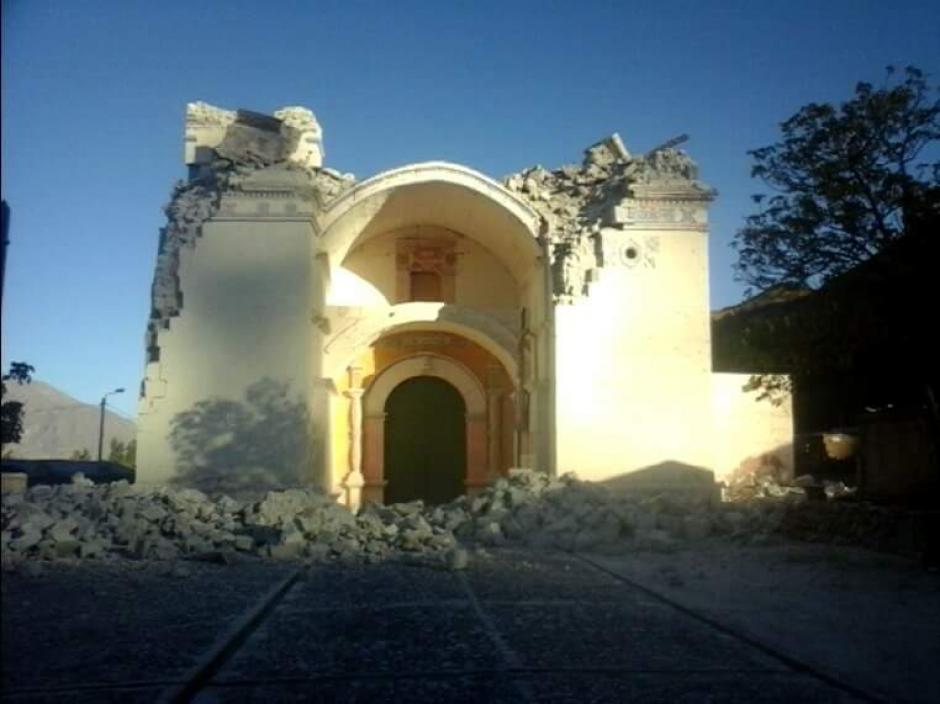 La iglesia de Caylloma, Arequipa se destruyó por el fuerte sismo que sacudió a Perú. (Foto: @elvishamil )