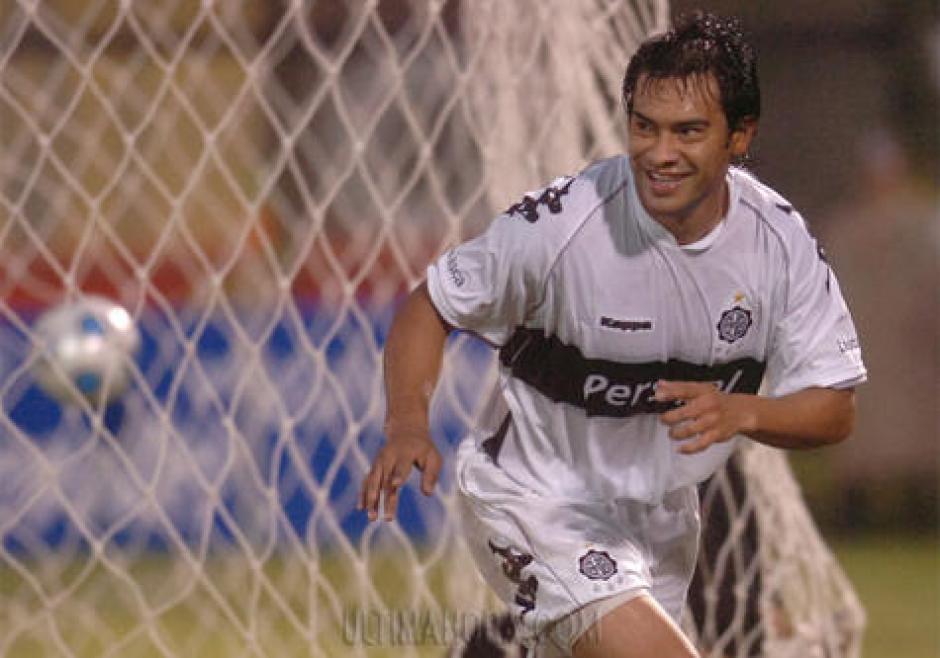 Carlos Ruiz es bien recordado por los seguidores del Olimpia de Paraguay. (Foto: Twitter)