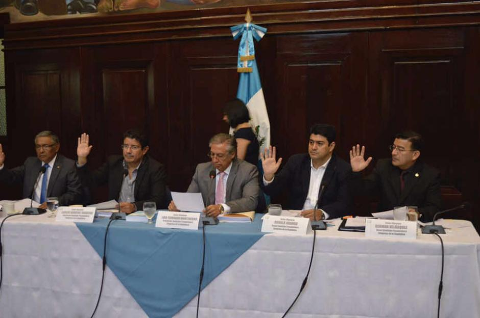 La pesquisidora continuó su labor, argumentando que la renuncia de Aguilar no ha sido aceptada por el pleno del Congreso. (Foto: Camila Chicas/Soy502)