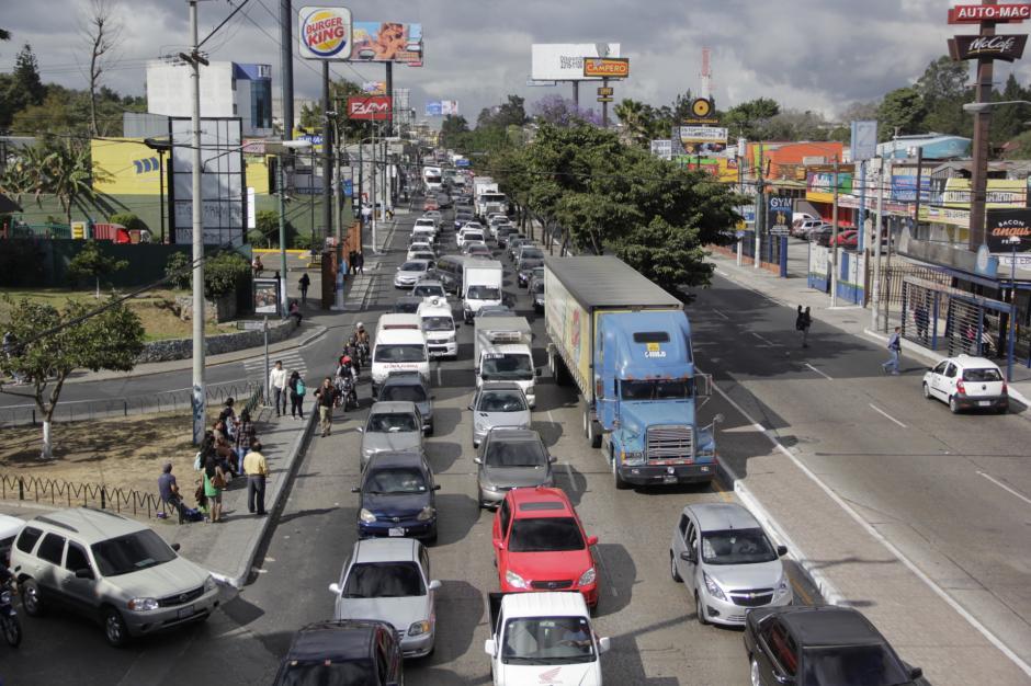 Los automovilistas tuvieron que esperar por dos horas la liberación de la circulación. (Foto: Fredy Hernández/Soy502)