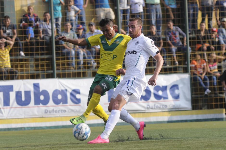 El delantero argentino, Emiliano López, intentó marcar diferencia en la ofensiva de los Cremas. (Foto: Nuestro Diario)