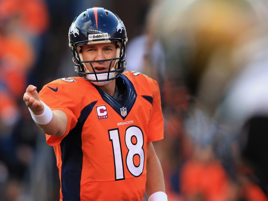 Peyton Manning completó 22 de 35 pases para 236 yardas por aire y fue interceptado dos veces