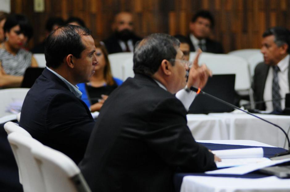 Durante varios minutos el abogado intervino por el exfutbolista. (Foto: Alejandro Balan/Soy502)